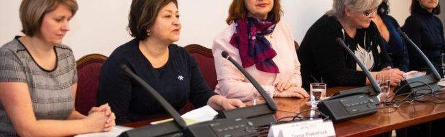 """Konference """"Práce s rodinou v (po)rozvodové situaci"""" v Senátu Parlamentu České republiky"""